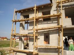 Construim Case la Cheie si Rosu