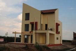 executa lucrari de constructii civiile , case , amenajari interioare