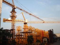 Inchirieri utilaje: excavatoare, buldoexcavatoare, miniincarcatoare, cilindru compactor